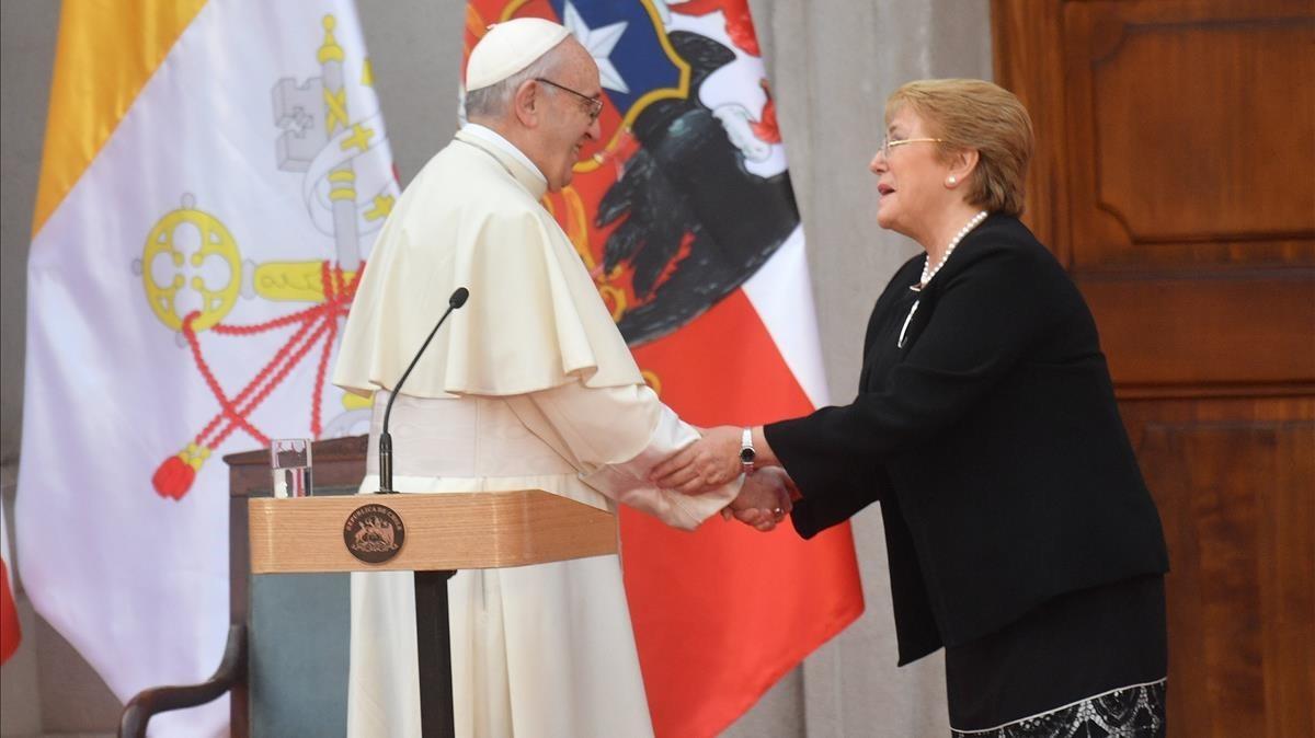El papa Francisco y la presidenta de Chile, Michelle Baschelet, durante su encuentro en Santiago