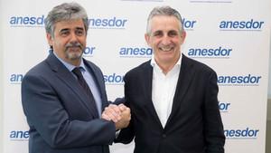 Víctor González (izquierda), presidente de ANESDOR en sustitutción de César Rojo (derecha).