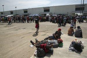 NILTEPECMEXICOMigrantes centroamericanos que se dirigen a Estados Unidos llegan al municipio de Juchitanen el estado de OaxacaMexicoEFE Luis Villalobos