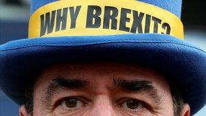 Un activista contrario al 'brexit' protesta frente al Parlamento Europeo, el pasado jueves en Bruselas.