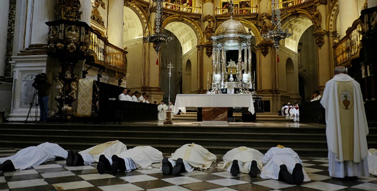 Acto religioso en Granada.