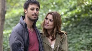 Adriana Ugarte y Hugo Silva, en una escena de lapelícula Lo contrario al amor.