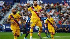 Messi celebra un gol de penalti ante el Levante.