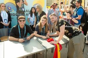 Eurovisión | Decenas de fans muestran su apoyo a Amaia y Alfred en la Eurovillage de Lisboa