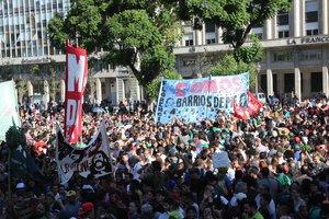 Protesta en Argentina por las políticas del Gobierno de Mauricio Macri y la crisis económica.