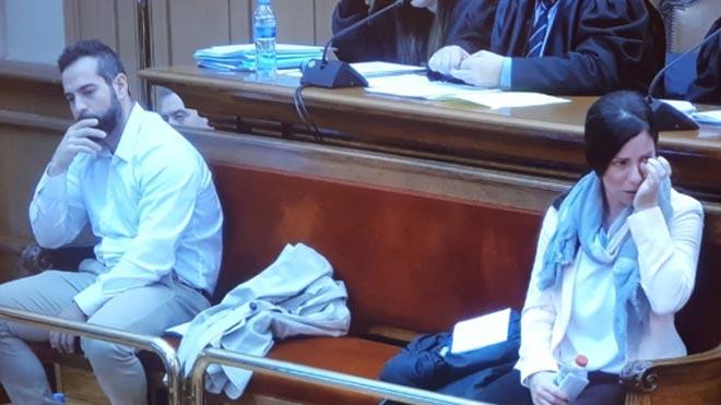 Arranca en Barcelona el juicio del 'crimen de la Guardia Urbana'.En la foto,Albert López y Rosa Peral, llorando, en el juicio.