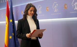 Arrimadas demana a Sánchez una reunió a tres amb Casado per un Govern constitucionalista