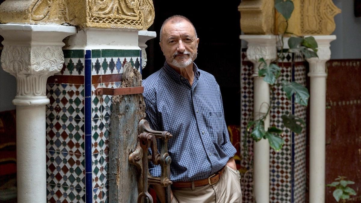 Arturo Pérez-Reverte, en el Hotel Continental de Tánger.