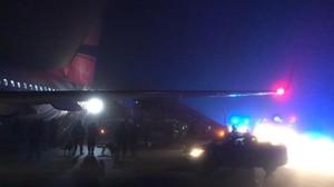 El avión desviado, en el aeropuerto de Praga.