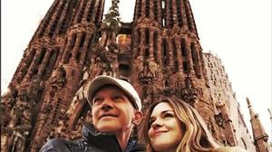 Antonio Banderas posa con su hija en la Sagrada Familia en Barcelona.