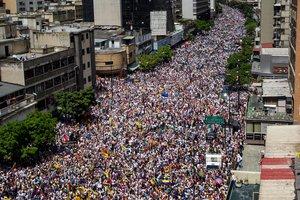 Desde la muerte de Hugo Chávez en 2013, cuando arrancó la crisis política, Venezuela ha sufrido dos grandes olas de protestas, en 2014 y 2017.