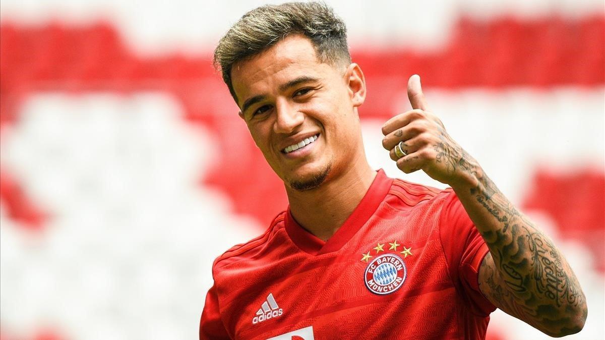 Coutinho posa en el Allianz Arena tras su cesión al Bayern Múnich.