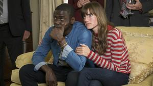 Daniel Kaluuya y Allison Williams, en un fotograma de 'Déjame salir'