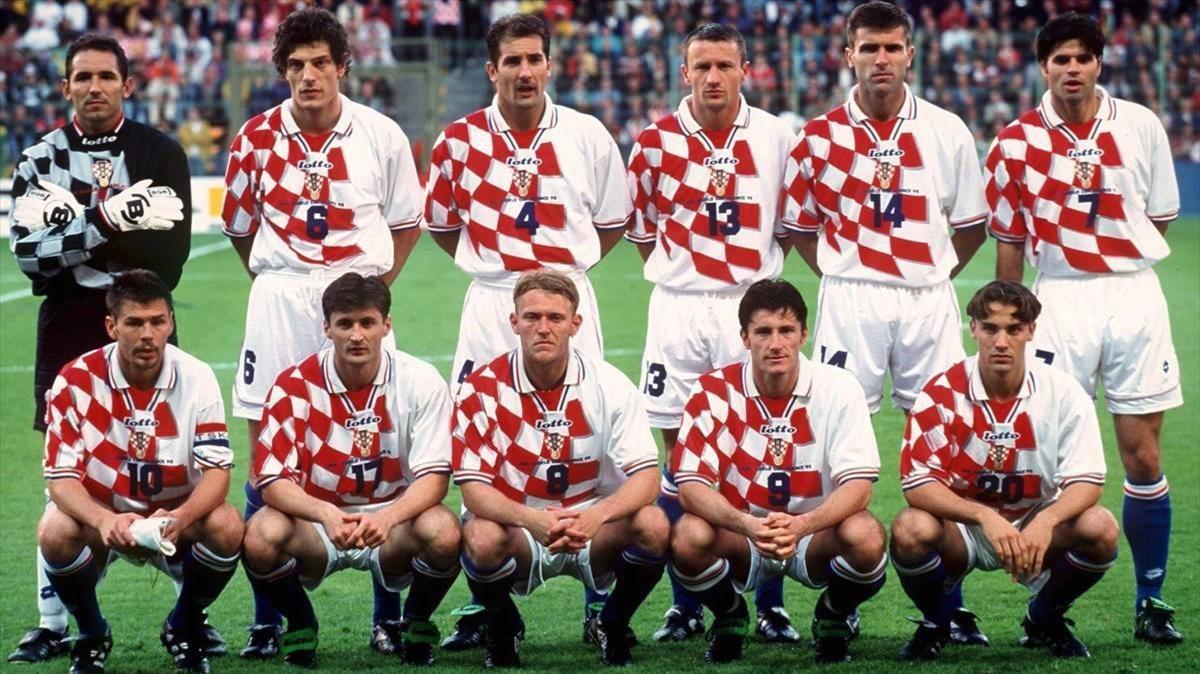 La formación inicial de Croacia en un partido de 1998. Arriba, el portero Ladic, seguido de Bilic, Stimac, Stanic, Soldo y Asanovic. Abajo, el capitán Boban, Jarni, Prosinecki, Suker y Simic.