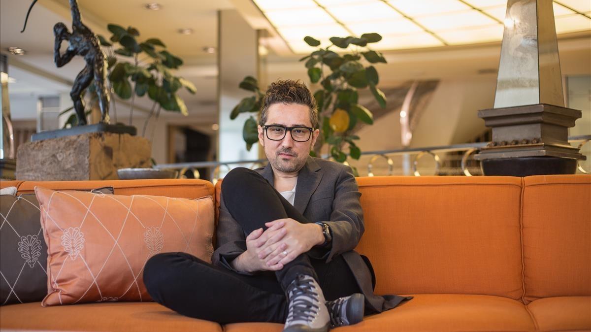 El escritor Patricio Pron, en un hotel de Barcelona.