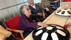 Ancians de Parets toquen el dhang per retenir els seus records