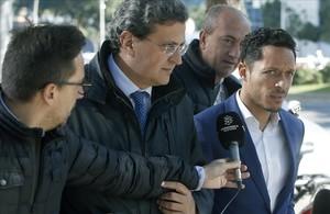 El exjugador azulgrana Adriano Correia, a la salida del juzgado de Barcelona