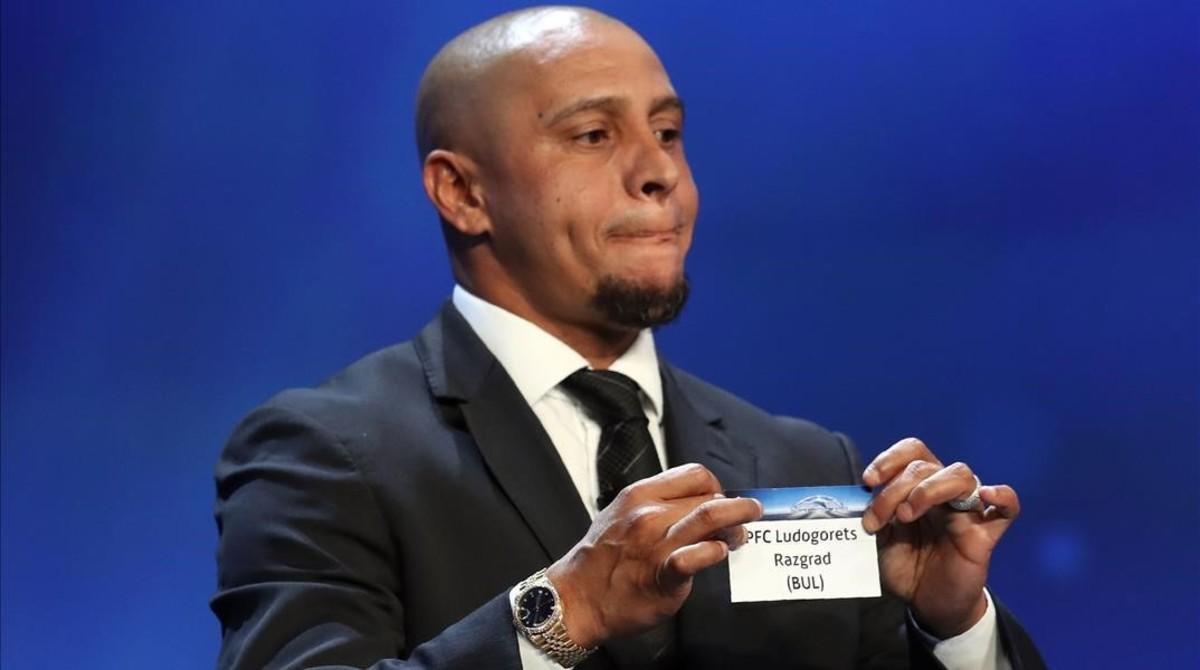El exjugador Roberto Carlos durante el sorteo de la Champions celebrado en Mónaco este jueves.