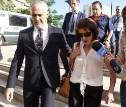 Los padres de Juana Rivas Manuel Rivas a su llegada hoy a los juzgados de Granada para declarar como investigados ante el Juez de Instrucción.