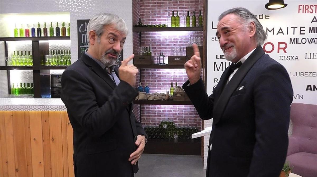 El presentador de First dates, Carlos Sobera, y el imitador del actor Robert de Niro en el Menú especial.