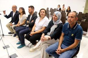 Los concejales de Badalona Oriol Lladó (ERC), José Téllez (CUP), Agnès Rotger (ERC), Eulalia Sabater, Fàtima Taleb y Francesc Duran (GB) en el inicio del juicio del 12-O en la Ciutat de la Justícia.