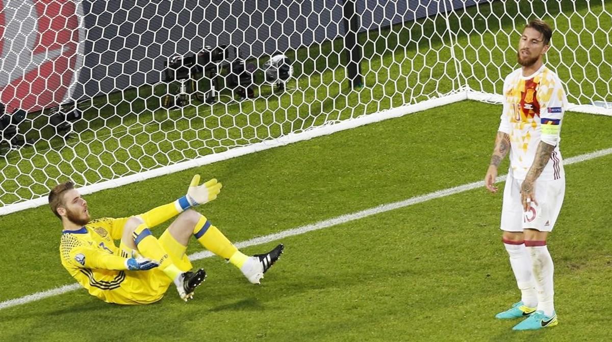 De Gea y Ramos, en uno de los goles encajados ante Croacia.