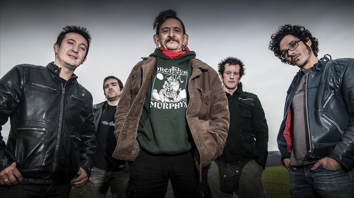 Evaristo, excantante de La Polla Records,con su grupo Gatillazo.