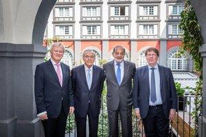De izquierda a derecha, Heinrich Haasis, presidente de honor del WSBI; IsidreFainé, presidente del WSBI y de la Fundación Bancaria 'la Caixa', el empresario Carlos Slim, y Chris De Noose, director general ejecutivo del WSBI.