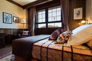 Habitación remodelada por ECI Empresas en el Hotel Colorado Creek de Port Aventura.