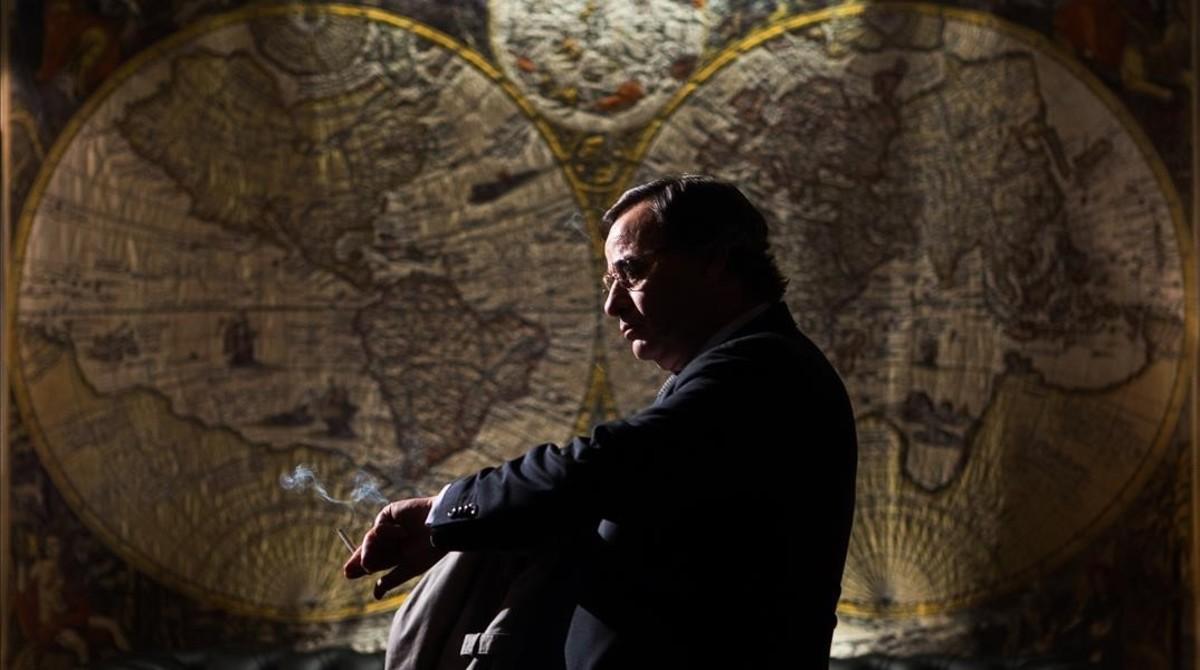 Eduard Fernández, en un fotograma de El hombre de las mil caras, de Alberto Rodríguez.