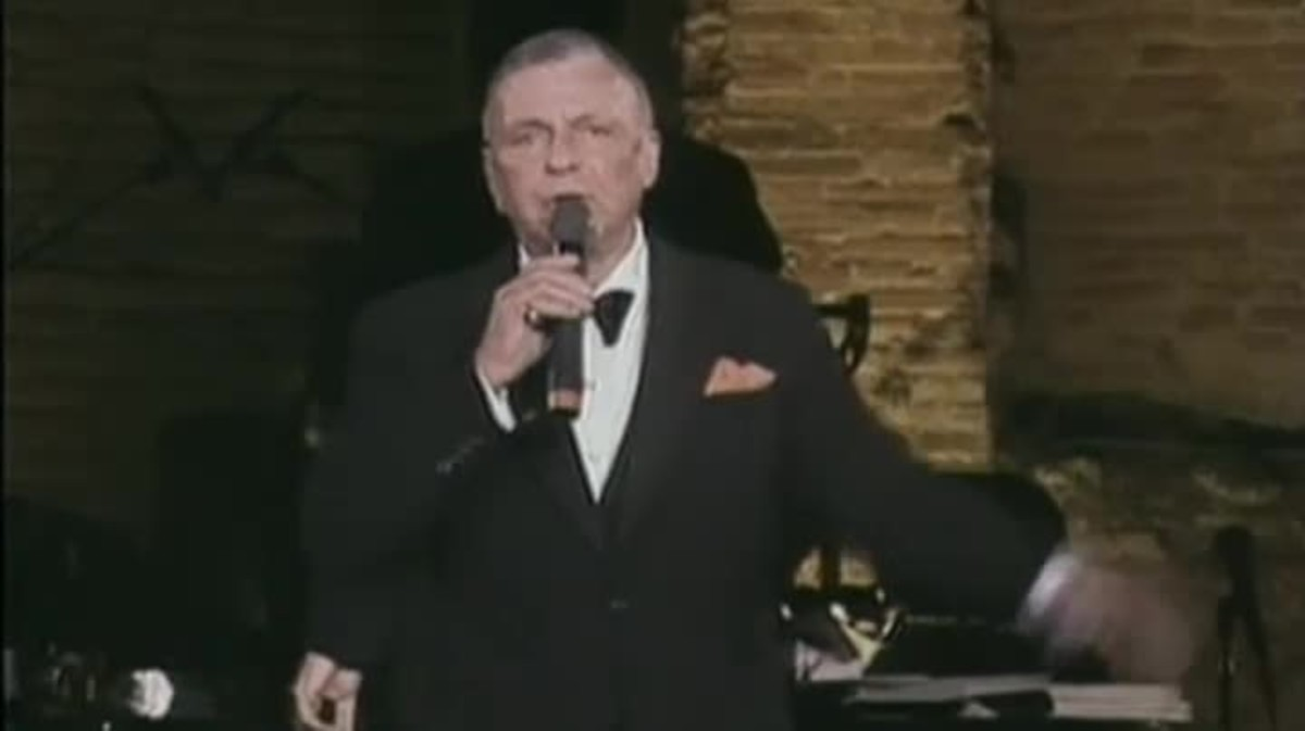 Frank Sinatra interpreta My way, una de las canciones más conocidas del cantante y actor