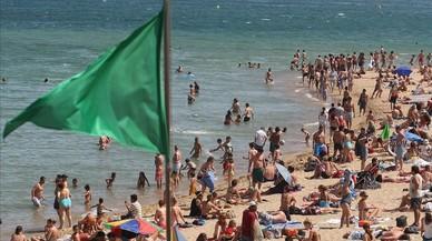 Bandera verde en la playa, peligro para la tercera edad