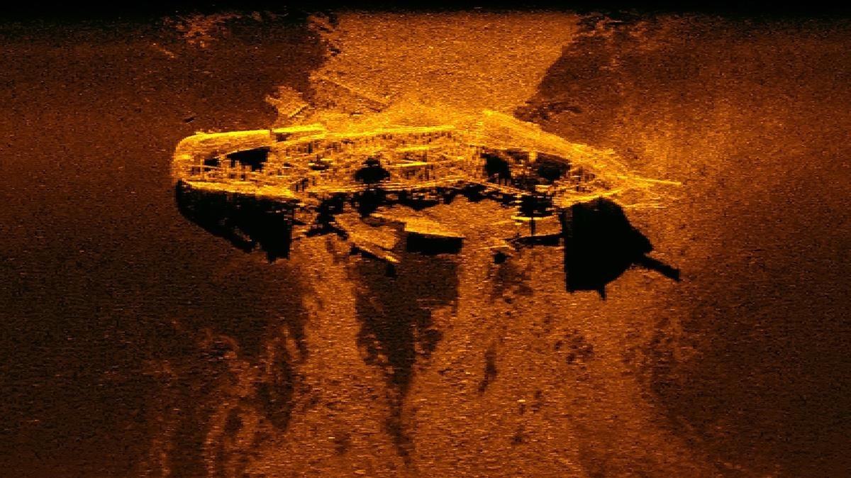 Imagen captada por un sonar que muestra uno de los dos barcos descubiertos durante la operación de búsqueda del vuelo de Malaysia Airlines 370 desaparecido en el 2014.