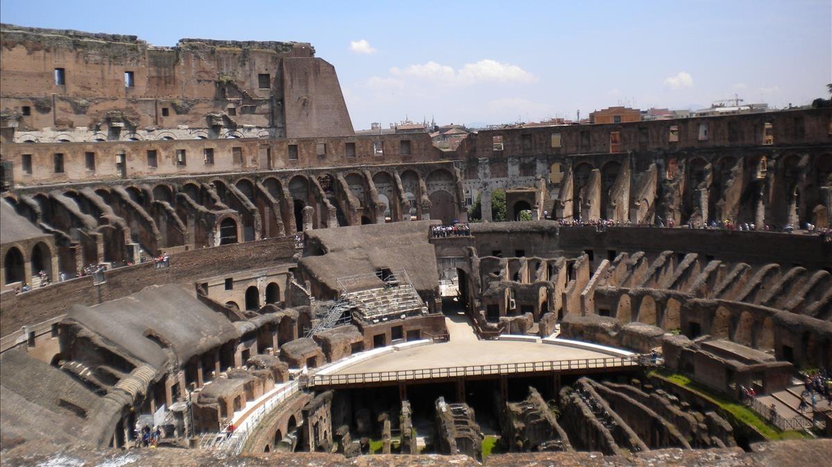 Imagen del interior del Coliseo de Roma visto desde el tercer piso.