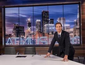 Javier Cárdenas posa en el plató de su nuevo programa, en TVE-1.
