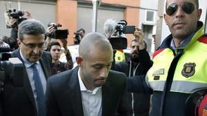 Javier Mascherano acude a un juzgado de Gavàen noviembre del 2015.