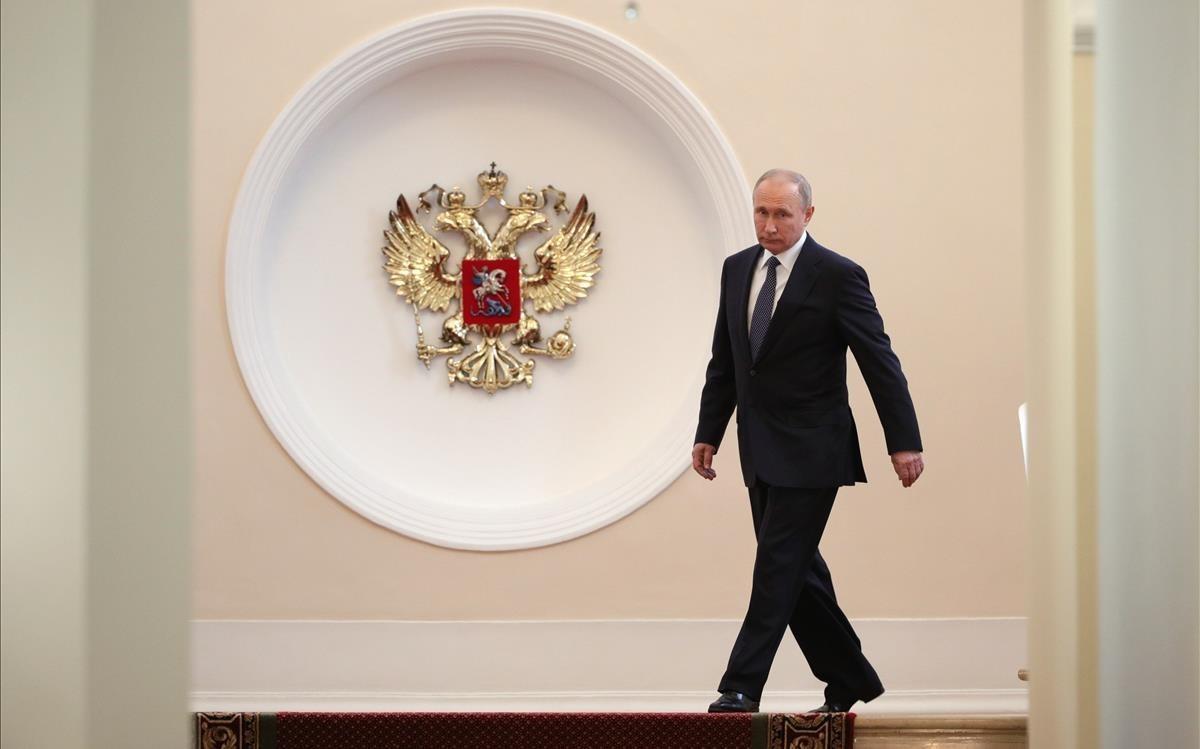 El presidente ruso,Vladimir Putin,a su llegada a la camara del Senadoantes de jurar el cargodurante su sesion de investidura en el Gran Palacio del Kremlin.