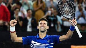 Djokovic escombra Pouille i jugarà contra Nadal la final d'Austràlia