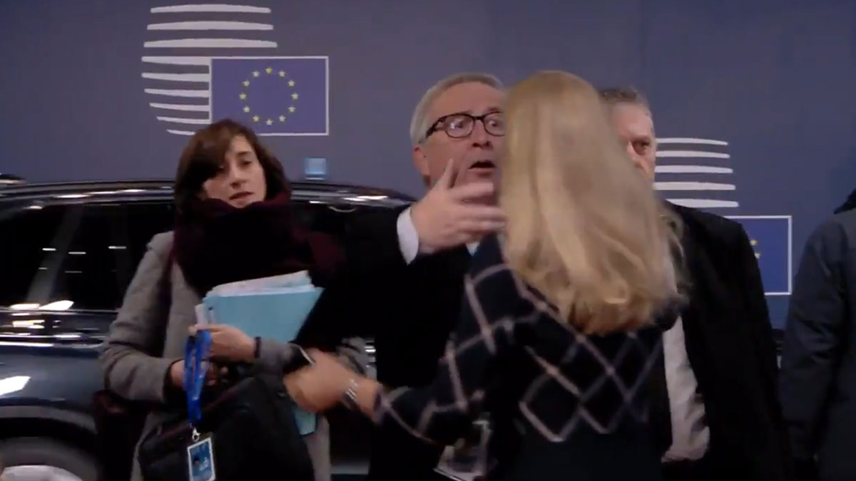 Jean-Claude Juncker vuelve a sorprender con su actitud.