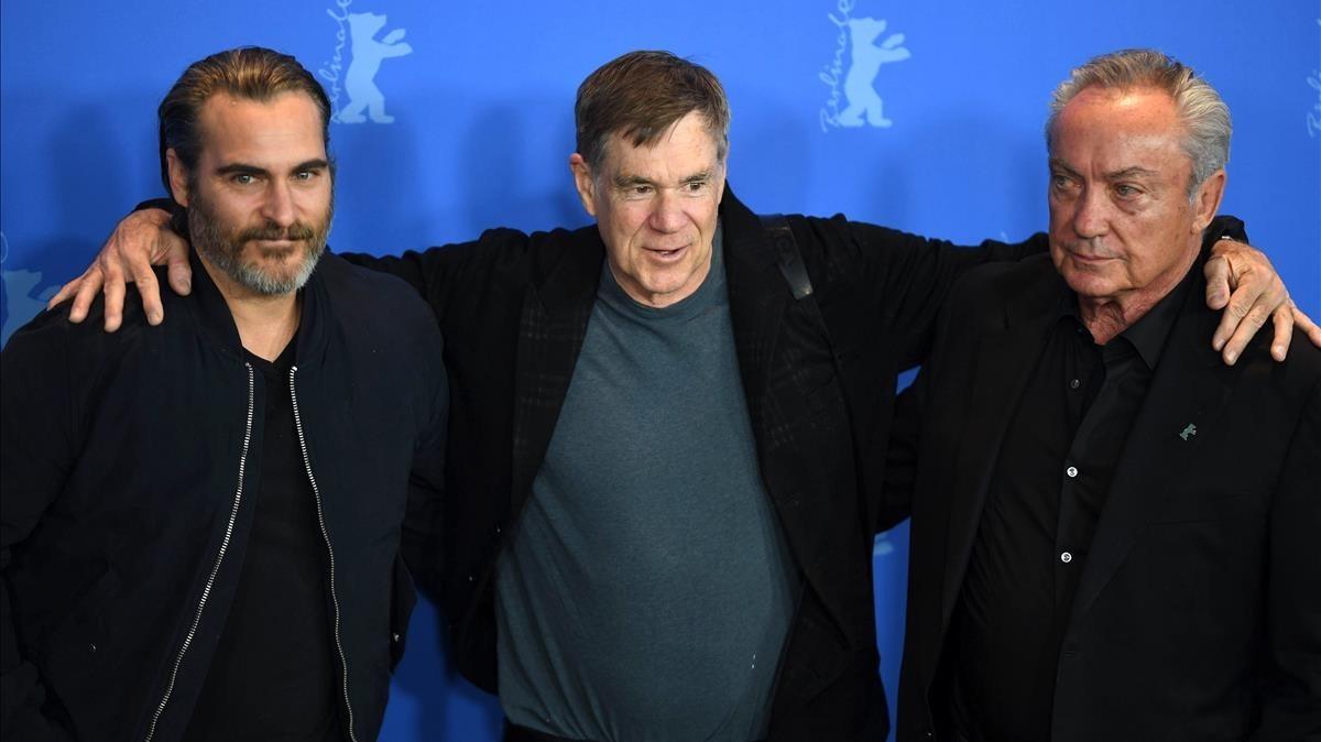 Joaquin Phoenix, Gus van Sant y Udo Kier, en la presentación de Dont worry he wont get far on foot en Berlín