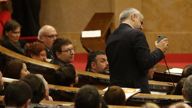 Juan Carlos Carrizosa (Ciutadans) pregunta a la conselleraMeritxell Ruiz sobre una representació de la guerra dels Segadors en una escola de Cambrils.