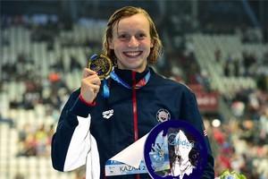 Katie Ledecky tras lograr su quinto oro en los mundiales de Kazán.