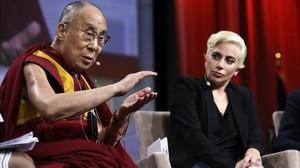 Lady Gaga se ha reunido con el Dalai Lama, con motivo de la Conferencia de Alcaldes en Indianápolis (Estados Unidos).