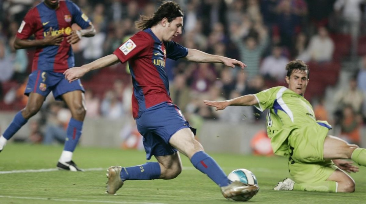 Leo Messi culmina su maravilloso gol ante el Getafe de hace diez años.