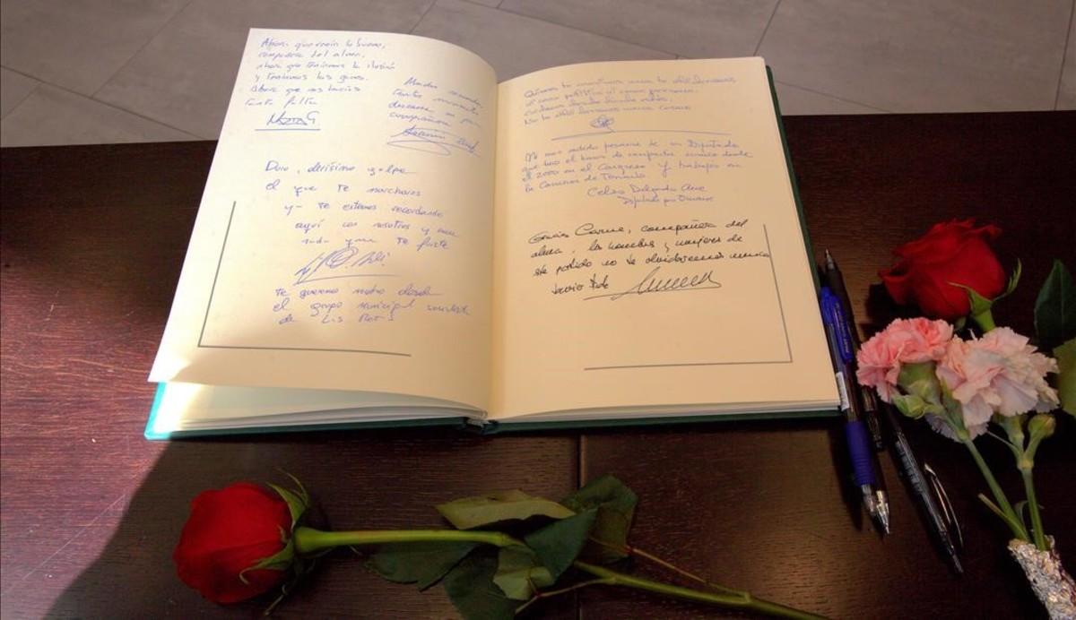 Libro de condolencias en la sede del PSOEde Madrid.