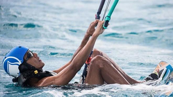 Barak Obama y Richard Branson, compiten en kitesurfing en Isla Mosquito (Islas Vírgenes).
