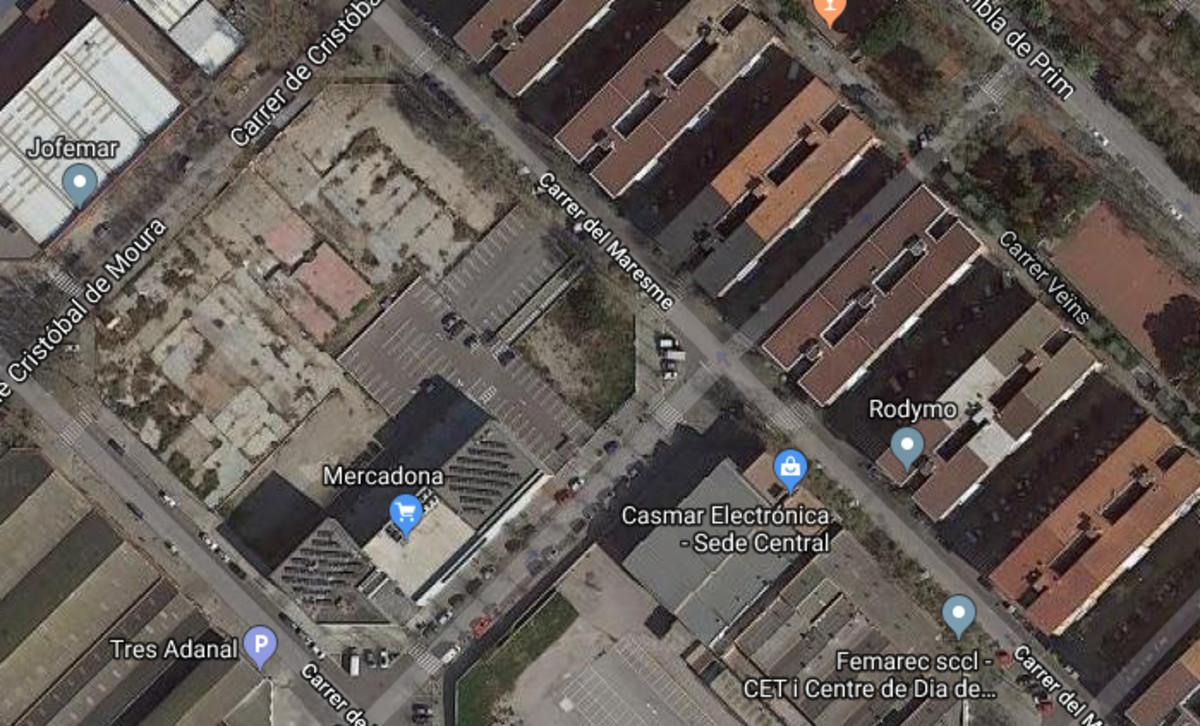 Lugar donde se ha detenido la construcción de la gasolinera.