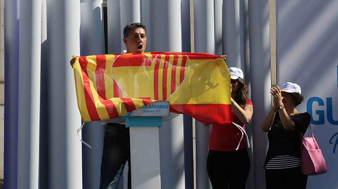 El candidato del PPC, Xavier García Albiol, durante el mitin en Badalona.