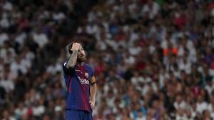 Messi exhibe su frustración durante la derrita del Bernabéu en la Supercopa.