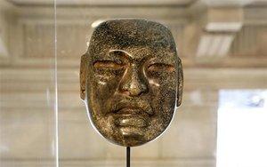 Una máscara ornamental de la cultura Olmeca, México.